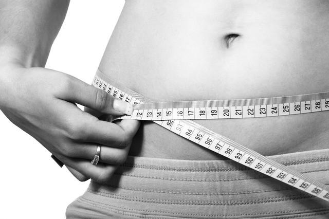 腹部脂肪堆积减肥难?三招让你找回小蛮腰