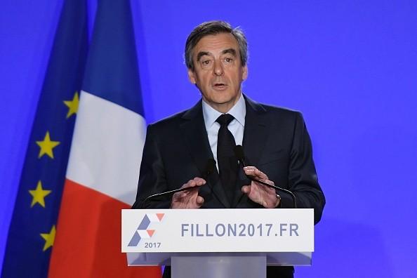 法国总统参选人菲永:会竞选到底