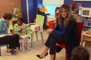 第一夫人返回紐約 到醫院為病童讀書