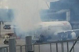 国泰港龙客机突冒烟 香港机场戒备无人伤