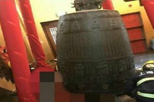 上海静安寺大钟突坠落罩1女 脚被砸断