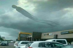 非洲天空现怪象 宛如哈利波特场景