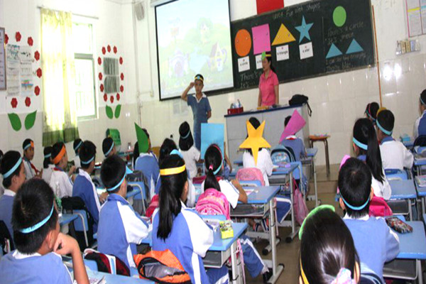 四川學校強制推銷  499元電腦賣給學生3500元