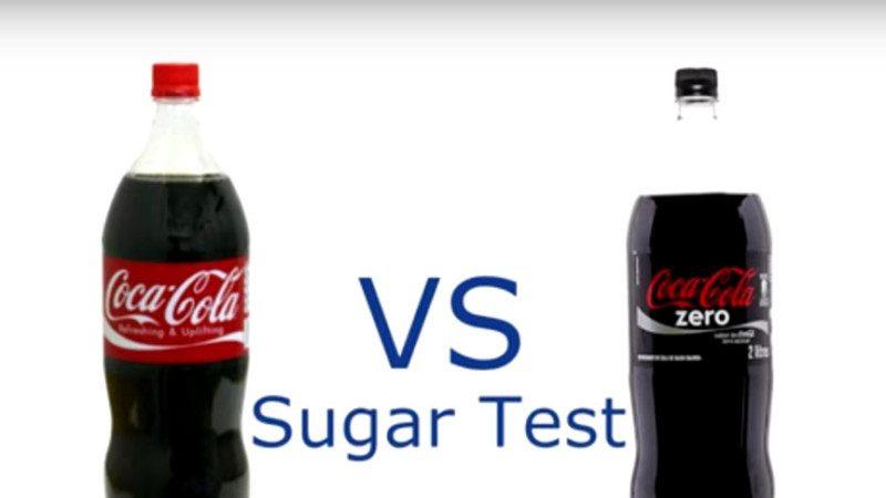 他把可口可樂和健怡可樂分別燒乾,之後的神奇畫面讓網友喊:零卡可樂,厲害了!
