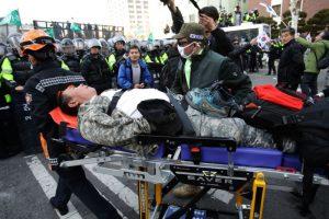 罢免朴槿惠引发抗议 警民爆激烈冲突3死 一人切腹