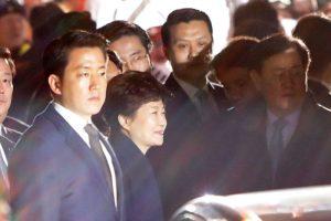 韓警全程警戒 朴槿惠面帶笑容回私宅 (直播回放)