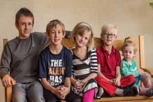 收養機構頭大了!這5個孩子逾千家庭搶著要