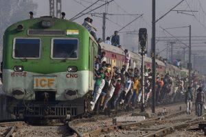 土地被征修铁路 印农民获赔一列火车