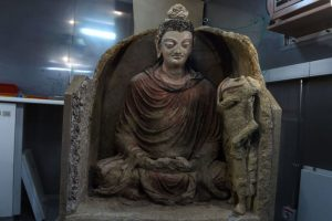 2千年古佛像戰區出土 藍眼紅腮超罕見
