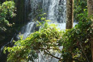 暴雨硬到瀑布玩 迦納至少20學生慘死