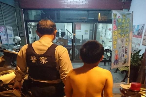 暗黑無人街道 男童大哭找父親 警察為他這樣做..
