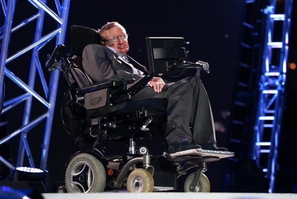 """霍金续写""""渐冻人""""传奇  揭开他轮椅的科技秘密"""