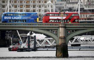 伦敦恐袭 直击歹徒犯案、妇女跳桥逃生画面
