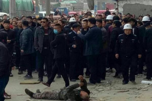 河南強拆爆千人衝突  警催淚彈鎮壓