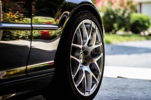 車子輪胎用了七八年都沒有更換?10個方法教你減少車胎磨損(視頻)
