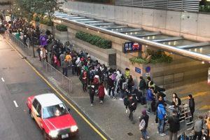 快訊! 香港特首選舉在即 逾百媒體清晨大排長龍50米