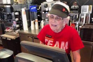 麥當勞上班44年,94歲阿嬤還想繼續做,動機是什麼?
