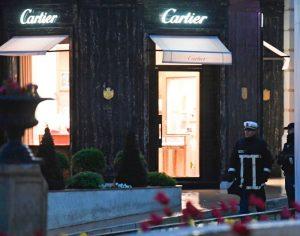 摩纳哥卡地亚名店遭抢 劫匪烧车引开警方逃逸