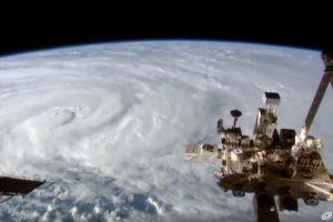 時速300公里強烈氣旋黛比逼近 澳洲北部嚴陣以待
