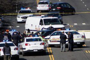 美国会山响枪 女子驾车撞警察 被捕
