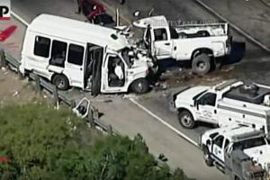 美德州教堂巴士撞卡车 12死3伤