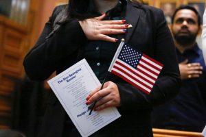 美華裔年收入2300 免費入籍被拒 原因曝光