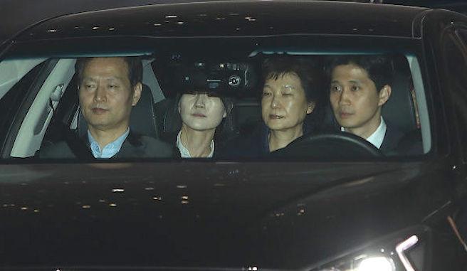 朴槿惠涉贿法院裁准收押 将被关押20天
