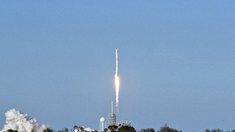 """太空飞行迈大步 SpaceX成功发射""""回收火箭"""""""