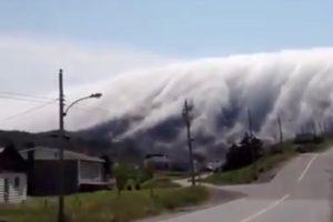 雲海從天而降,如海嘯將至,非親眼所見,真的難以置信……(視頻)