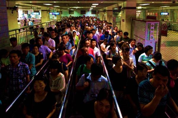 北京地鐵有多擠?男子被擠成四肢癱瘓地鐵公司判賠