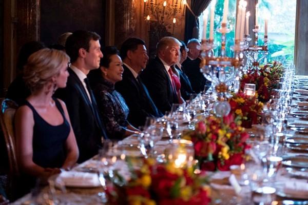 川普習近平並排就餐   兩人座位這模樣