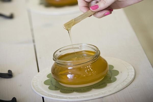 蜂蜜喂食婴儿引死亡  医师:1岁以下婴孩这些都不能吃