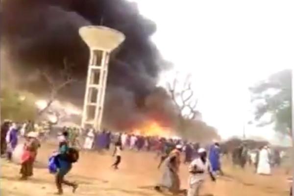茅草屋起火强风助燃 塞内加尔酿22死87伤(视频)