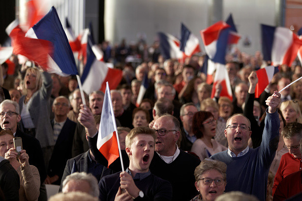 法国大选在即 警方查获IS旗帜及炸药
