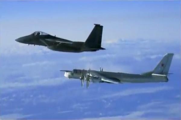 俄2架轟炸機接近阿拉斯加 美猛禽戰鬥機升空攔截
