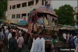 印度农民抗议非法挖采砂 遭卡车冲撞至少20死(慎入)