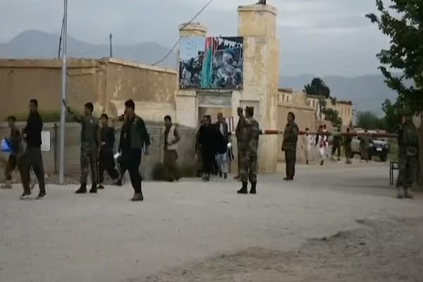 阿富汗軍事基地遭攻撃 逾百新兵傷亡