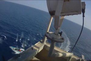 直撃印度洋劫船!貨輪保鑣掃射索馬利亞海盜