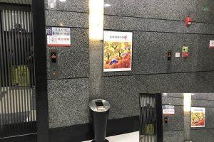 奇葩 重慶寫字樓升降機只有按鈕不見門