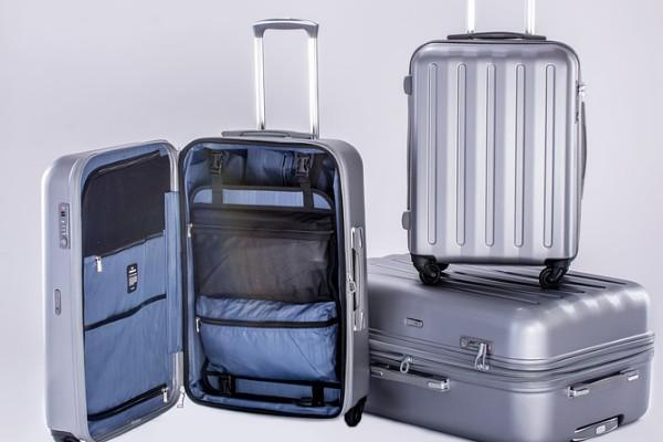 揭秘机场无人认领的行李最后去向!