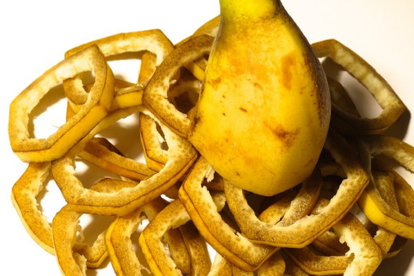 香蕉皮煮水的功效!治牙痛、皮肤瘙痒简单又好用