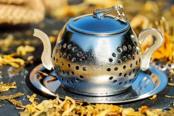 用它来喝茶或装调料,有的竟会释放毒! 你还在这样用吗?