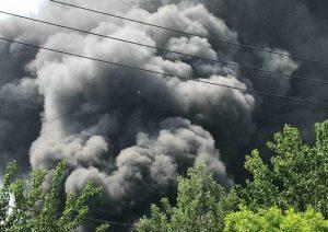 北京蟹岛度假村停车场起火 现场腾起蘑菇云(组图)