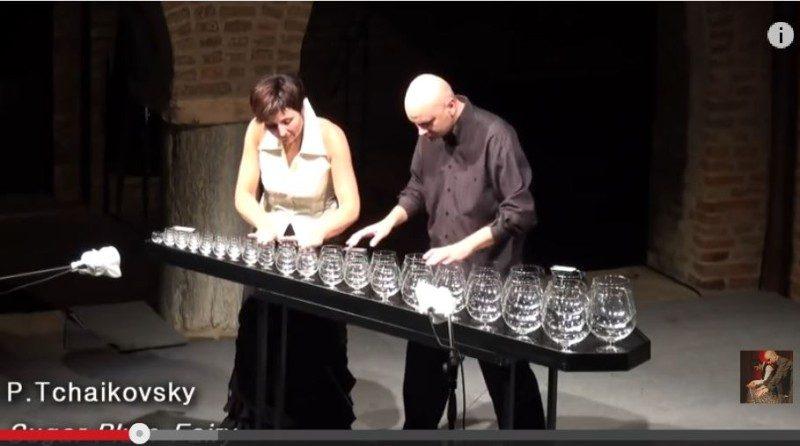 你聽過用玻璃杯和水演奏的樂曲嗎?