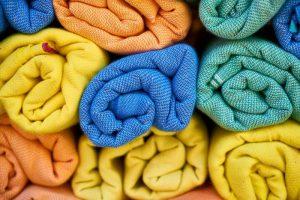 家里的毛巾怎么洗都又臭又硬!自从用了这个方法后,家里的毛巾总算不再臭了!