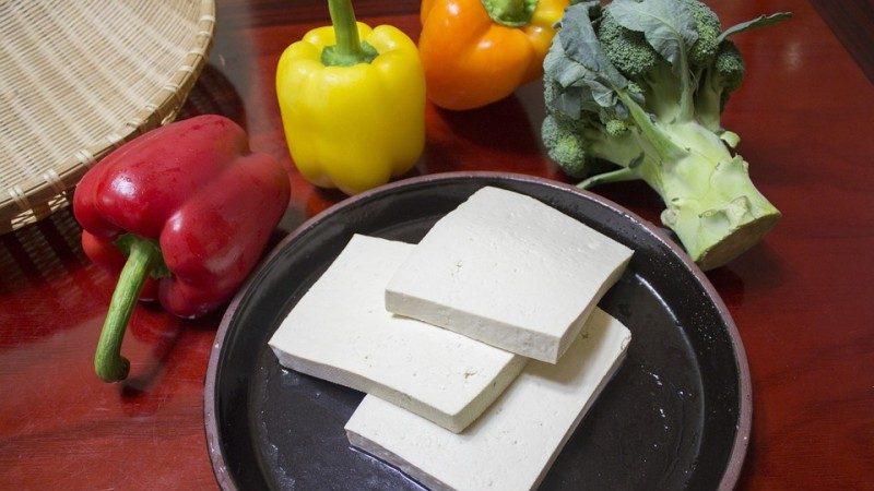 在锅底抹点儿这个,豆腐怎么煎都不碎,太实用了!