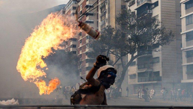 委内瑞拉骚乱 暴民疯抢商店 华人受重创
