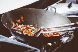 家裡的鍋生鏽倒點這東西去洗,超簡單變得跟新鍋一樣,效果驚人!