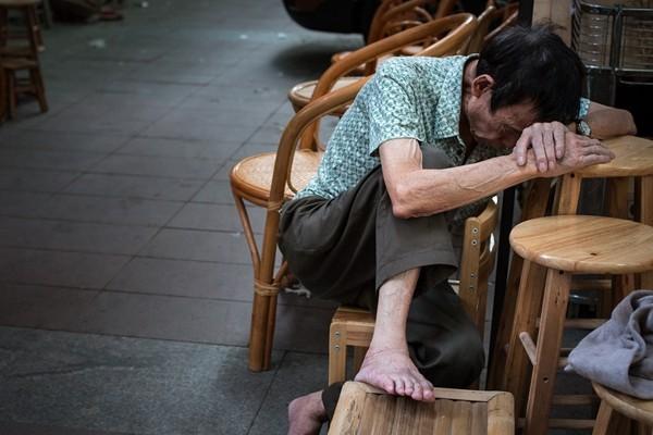 儿子要房不要爹  杭州85岁老人哭诉:5年没来看我