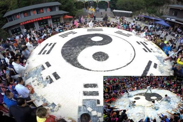 河南萬斤「太極八卦」豆腐  遊客1小時吃光
